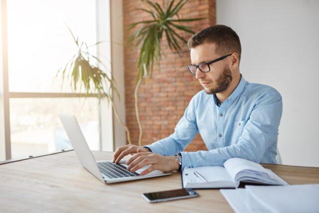 Zacinający się laptop biznesowy – porady